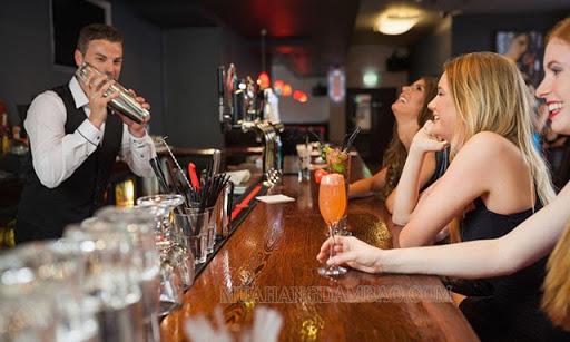 Quán bar thu hút người trẻ tuổi