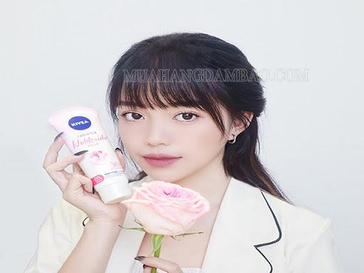 Streamer Linh Ngọc Đàm là đại diện quảng cáo cho nhãn hàng Nivea.