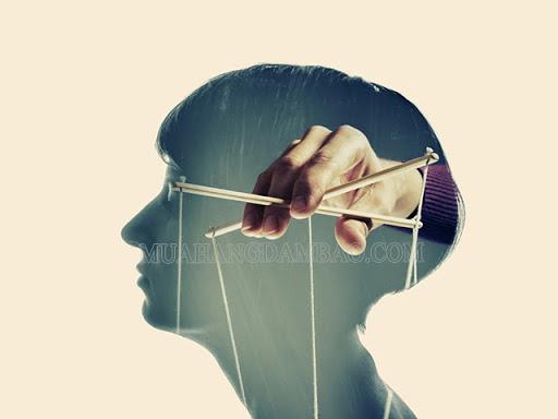 Luôn luôn muốn kiểm soát người khác lâu dần người đó cũng phủ nhận chính mình.
