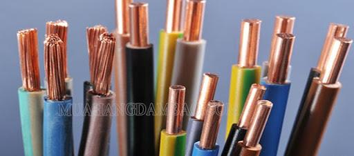Các dây dẫn điện có cấu tạo lõi khác nhau.