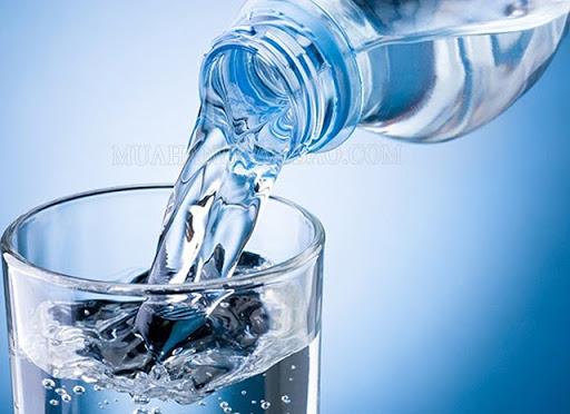 1 lít nước bằng bao nhiêu kg?