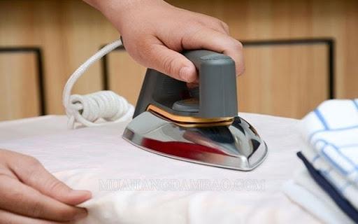 Bàn là sử dụng tính chất làm nóng của dòng diện