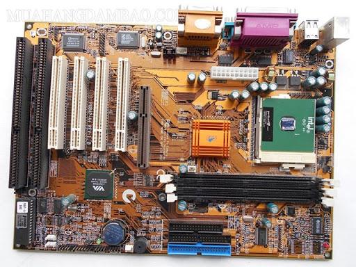 Các khe slot trong các thiết bị máy vi tính.