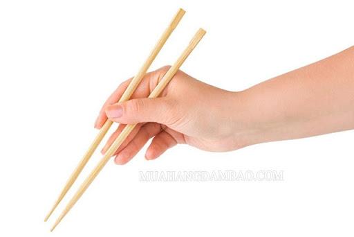 Mẹo chữa hóc xương cá bằng đũa không có tính khoa học