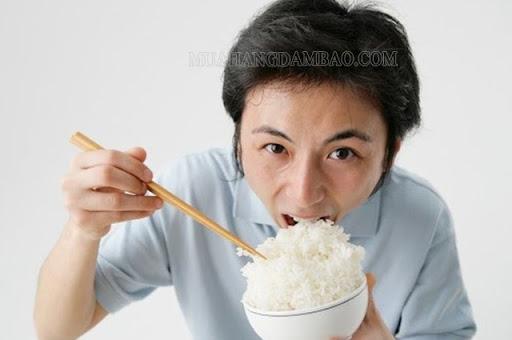 Nuốt miếng cơm to khi bị hóc xương cá nhỏ